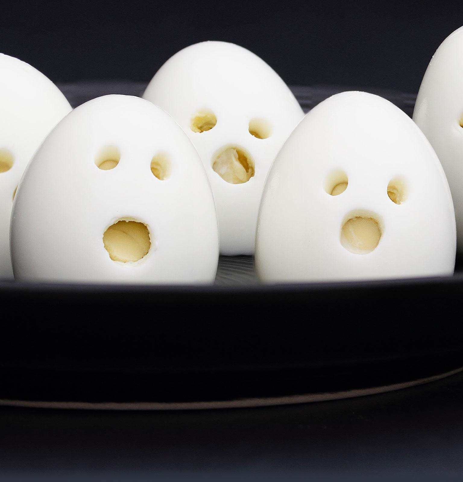 Hard boiled eggs that look shocked