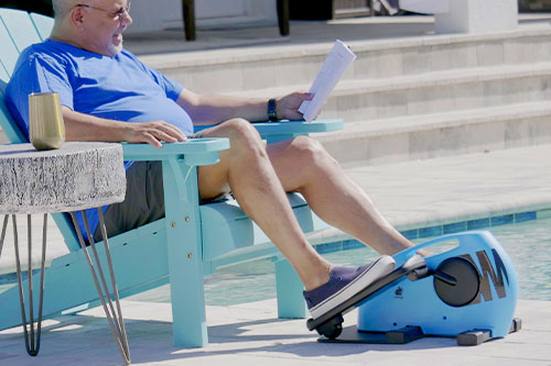 Man using Blu Tiger on outdoors by the pool and reading simultaneously